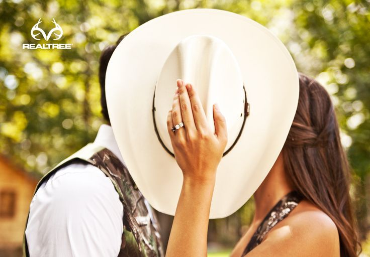 Keira says she is so gonna have camo wedding rings!   Realtree Camo Diamond Ring - Jewelry Indulgence