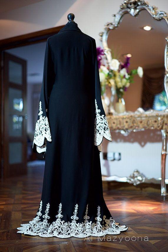 Al Mazyoona Black White Tapework Abaya Dubai Arabic por Almazyoona
