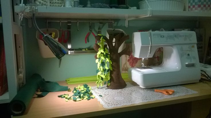 Making a felt tree
