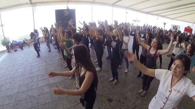 Este 2° semestre sigue con todo... Mira cómo fueron las entretenidas sesiones de #Zumba en Santiago, Participaste? #Estudiantes #Break #Panorama #UMayor