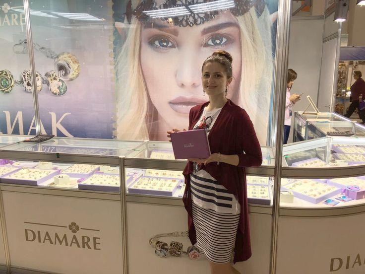 "Рубрика ""День вместе с Diamare"". На фото наша покупательница Дарина Давиденко с подарком от Diamare."