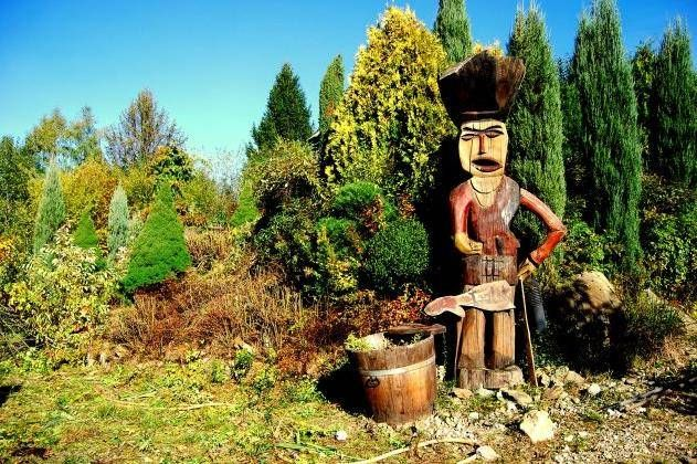 Leśny Gród w Milówce koło Żywca to miejsce idealne na długi, rodzinny spacer jako #PomysłNaWeekend Podziwiać możemy, również sporą liczbę rzeźb Majów, Azteków i Inków ale też postaci z bajek wokół których spacerują pawie oraz bażanty. Więcej na: http://www.nocowanie.pl/noclegi/milowka/ogrody_botaniczne/142246/