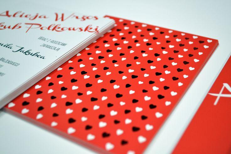 zaproszenie z folią soft touch i czerwonym hot stampingiem