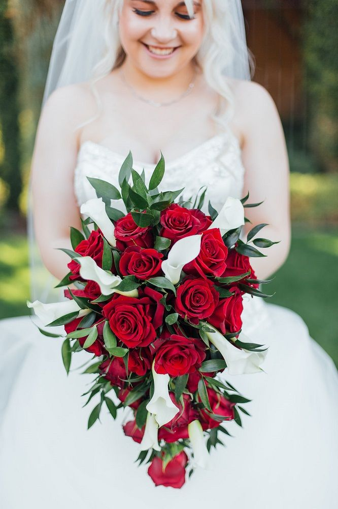 Cascade bouquet of red roses, white calla lillies & greenery | Shelby Lea Photog… – Bridal Bouquets & Boutonnieres