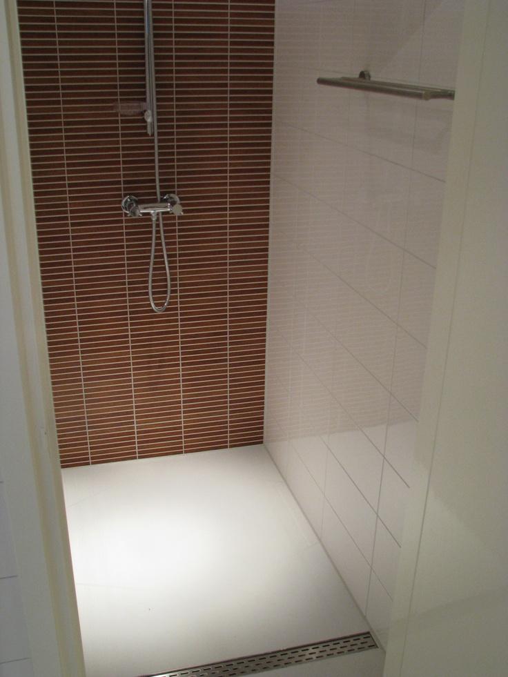 Gietvloer in badkamer PU gietvloeren, epoxy gietvloeren, polyurethaan