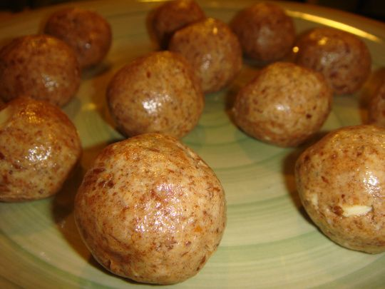Cinnamon Almond Butter Protein Balls: 1C almond butter, 1T cinnamon, 3T honey, 2T flax meal, 1 scoop protein powder