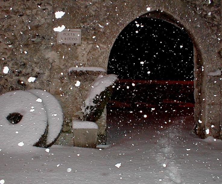 Una delle porte di ingresso al Borgo