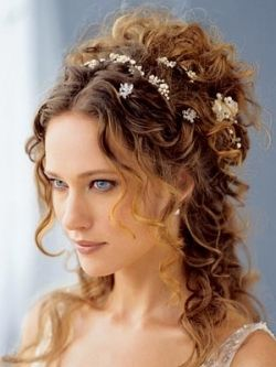 Stylish Bridal Half-Updos: Brides who long for a feminine and at the