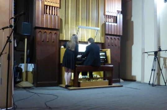 Красноярский музыкант сделал органный кавер на «Лабутены» (ВИДЕО)