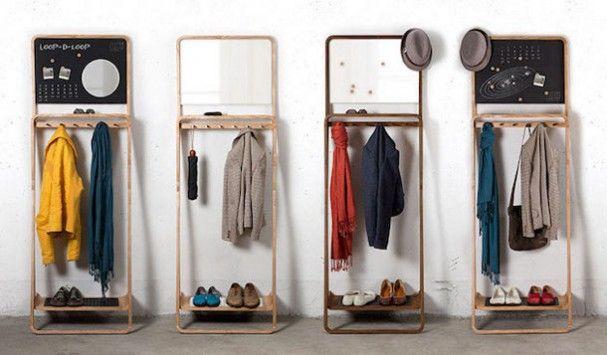 leaning-loop. Tegenwoordig is ruimte in moderne appartementen en huizen een schaars goed. Daarom heeft Jason van der Burg deze oplossing bedacht. Dit meubelstuk is een kruising tussen een kapstok, spiegel/prikbord/krijtbord en een schoenenrek. Oftewel de Leaning Loop biedt genoeg plaats voor alles wat je kwijt wilt vlak bij de deur, van sleutels, schoenen tot aan een herinnering om bepaalde boodschappen mee te nemen.