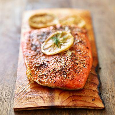 Filet de saumon sur planche de cèdre