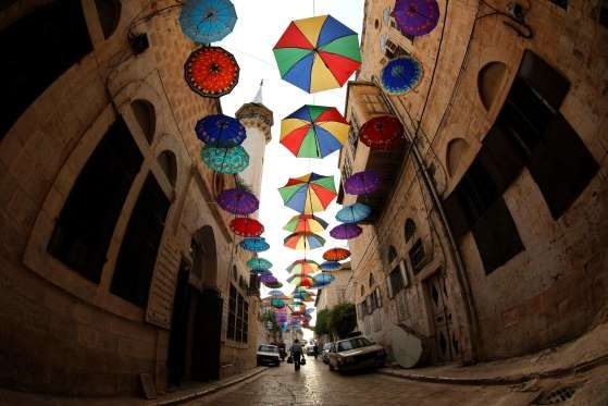 epaselect epa05346149 Palestinian Muslims pass an entrance of the Old city of Nablus decorated with ... - Alaa Badarneh/EPA
