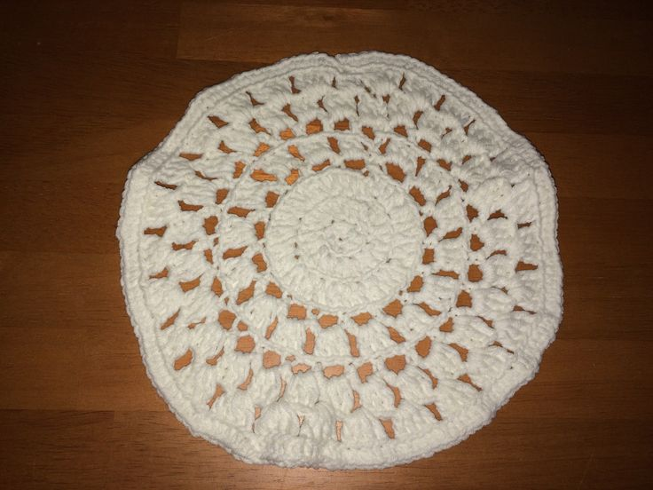 Crocheted linen. Yarn: Novita Samos