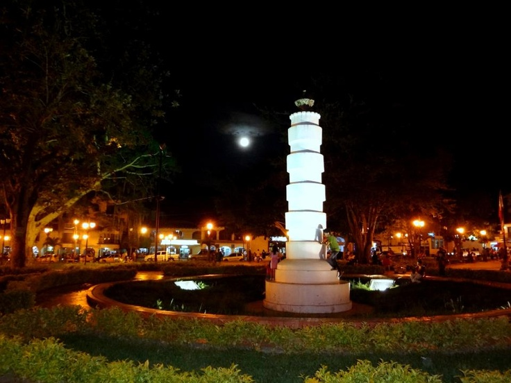 Columna de los Esclavos en Luna Llena