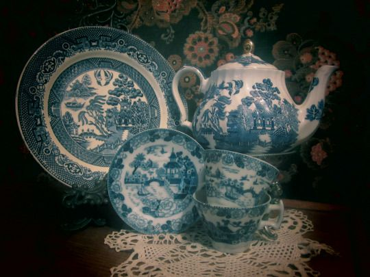 blue transferware, old willow, willow pattern, chinoiserie: