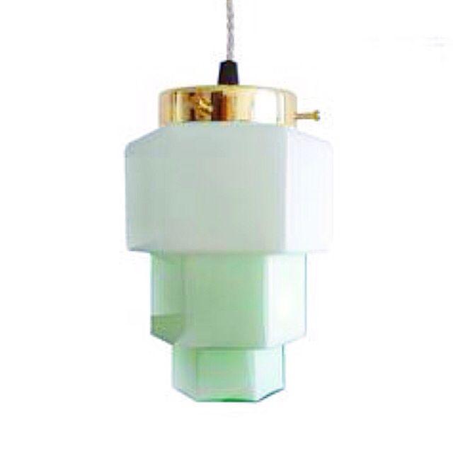 Lámapara Vintage opalina verde años 50. (Aprox. 130x120 mm Alt x Anch) Puedes personalizar tu lámpara por encargo. Disponemos de diferentes accesorios y cables