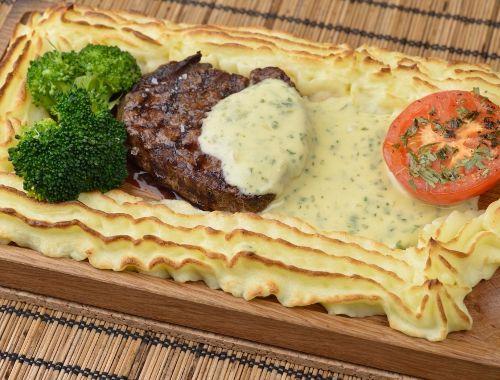 Plankstek med oxfilé, Bearnaisesås, potatismos och grillad tomat ...