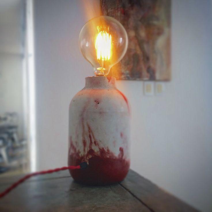 Lámpara de mesa, concreto veteado.