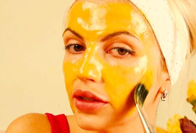 Подтягивающая маска с желтком, медом и лимоном