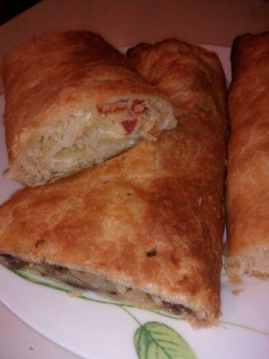 Pasta sfoglia con crauti, uova e pomodoro ....tutto al forno...una ricetta semplice e veloce