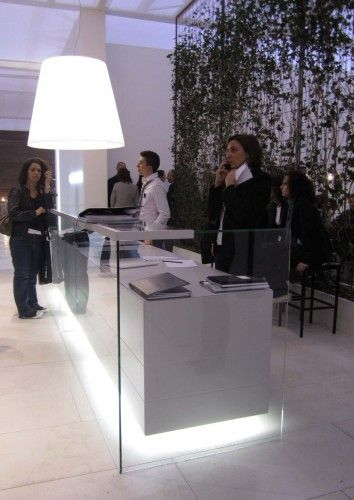 Glass and lacquer reception desk - Milan Furniture Fair 2011