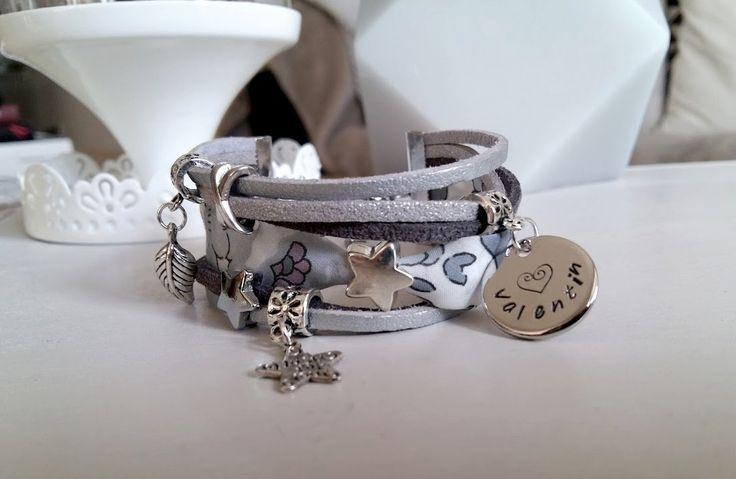 Bracelet liberty manchette à personnaliser : 1 médaille prénom à graver et 2 breloques au choix. Pièce unique : Bracelet par chere-lisa-bijoux