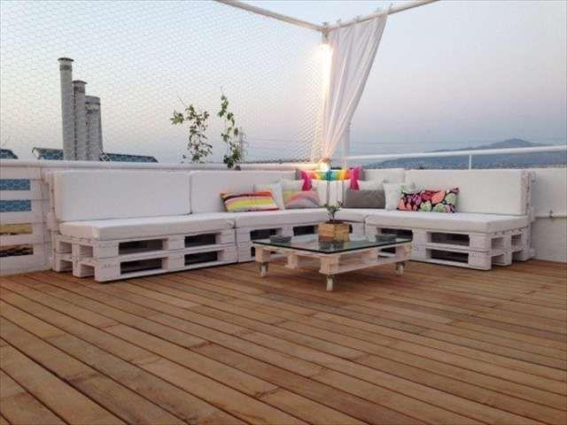 Come arredare il terrazzo con i bancali - Divano lounge con pallet
