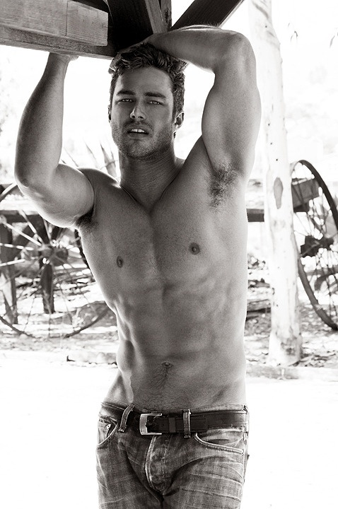 Male Celeb: Taylor Kinney looking sexy. Celebtopia TaylorKinney MaleCelebs Shirtless MaleBody Photography