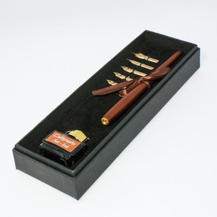 Conjunto de escritura artista: Pluma en madera con 5 plumillas y tintero, en estuche de 26x8x3,5