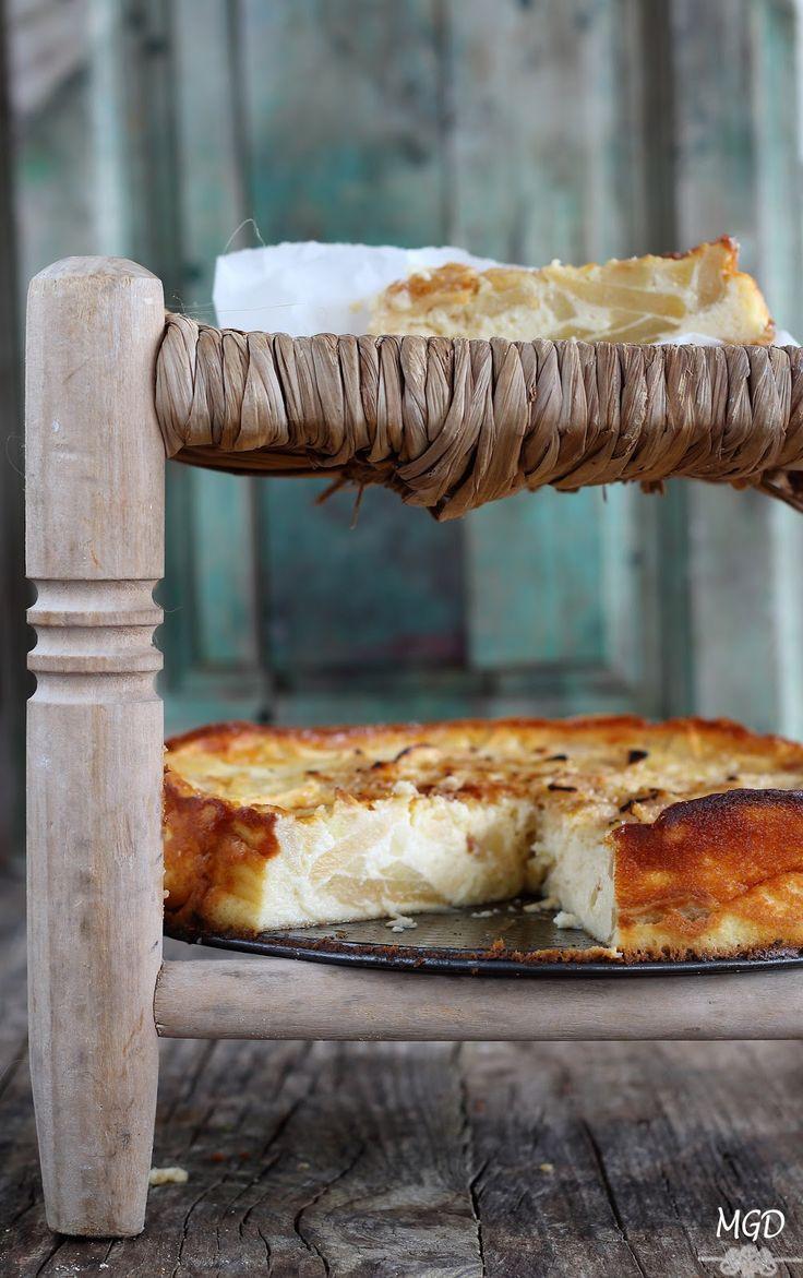 Si os gustan tanto las tartas de queso como las de manzana, no os podéis perder esta rica y fácil tarta con los dos ingredientes juntos. IngredientesPara un molde de 22 cm4 manzanas500 gr de queso phi