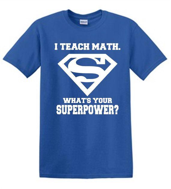 Superman, j'enseigne MATHÉMATIQUES superpuissance Shirt Tshirt professeur ou d'enseignement.  Semaine de super héros!  Professeur chemise appréciation de cadeau de Noël