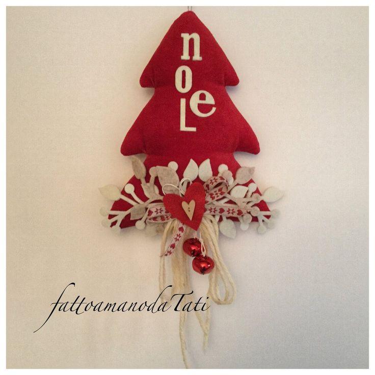 Albero natalizio in velluto rosso con la scritta noel in feltro, by fattoamanodaTati, 25,00 € su misshobby.com