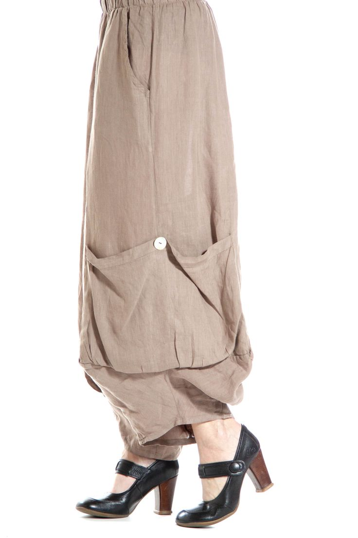 Linen Capri with Knee Pockets - Match Point