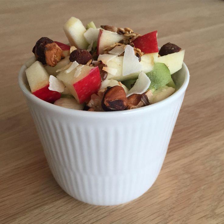 Skyr med masser af frugt og nødder.