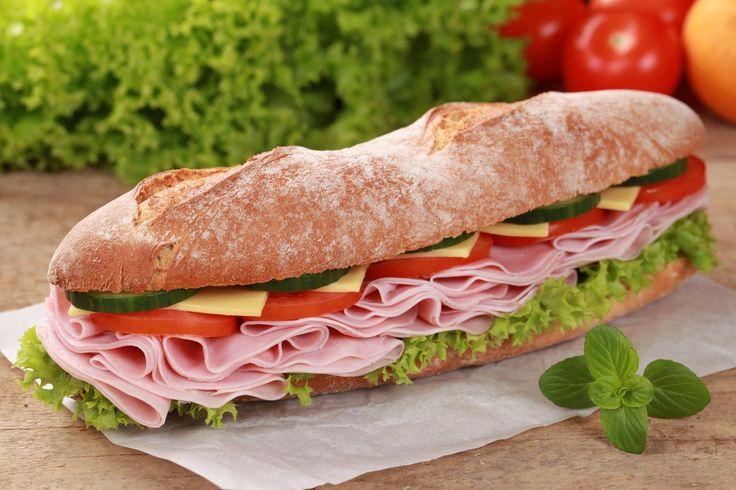 """Curiosità, storie, miti intorno al panino, dalla rosetta di Fellini al rito di Sant'Antonio. E ogni città, paese e addirittura quartiere ha il """"suo"""" #panino! #sandwich #mangiarebuono #prosciutto"""