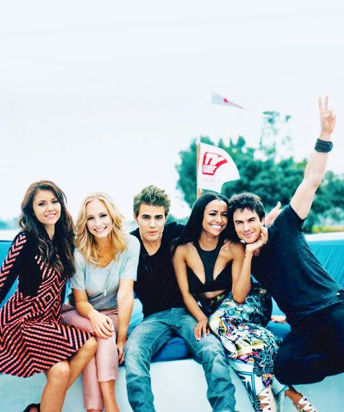 vampire diaries cast ~ why are these people so handsome ~ Nina Dobrev ~ Candice Accola ~ Paul Wesley ~ Kat Graham ~ Ian Somerhalder