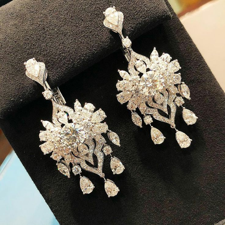 So Gorgeous Diamond earrings in platinum. This are very Beautiful!!! SLVH ❤❤❤❤