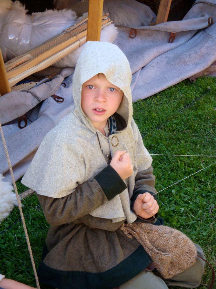 Kinderkleding, photo by Merry Folk Medeltidsveckan http://www.medeltidsveckan.se/