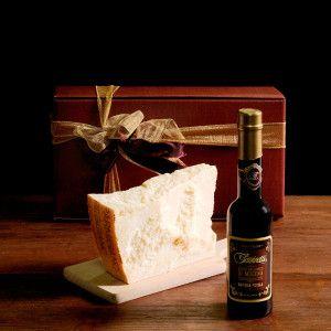 "A simple, tasty idea that is certain to impress. ""Gazzetti"" 24 month-aged #Parmesan gr. 700/800 #Aceto #balsamico di #Modena ""batteria piccola"" 250 ml.  #gazzettifood #food #italianfood #christmas"