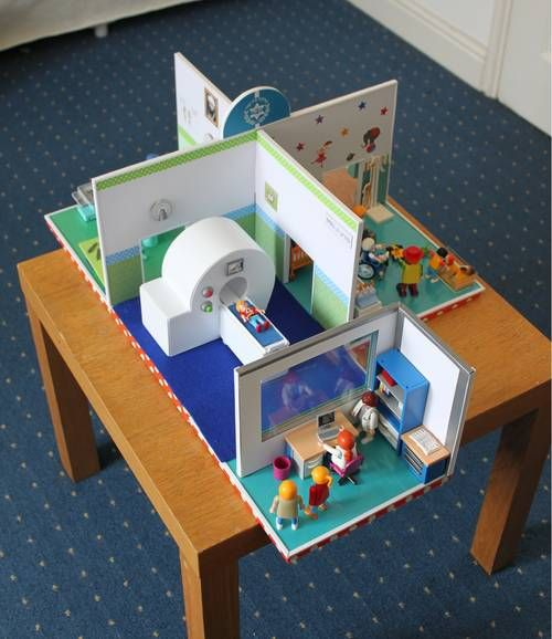 Toy hospital and MRI machine - TOYS, DOLLS AND PLAYTHINGS