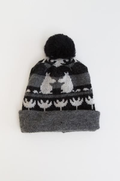 Cozy, and cute this beanie has a unique graphic design with Moomin and friends. To keep you outfit, exclusive with is original Ivana Helsinki graphic design. Ou
