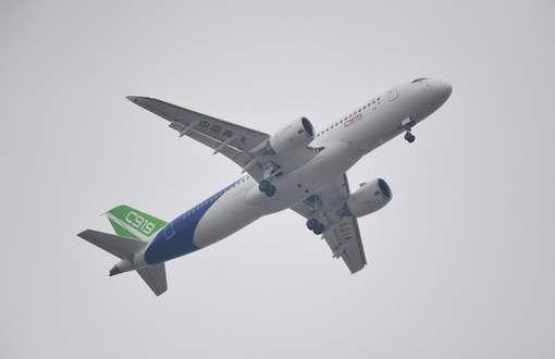 22/05/2017 Azië (Rusland en China) industrie  Rusland en China ontwikkelen samen nieuw langeafstandsvliegtuig.  China en Rusland hebben een ambitieus project gelanceerd om de vliegtuigbouwers boeing en airbus te beconcurreren op de lange afstand.