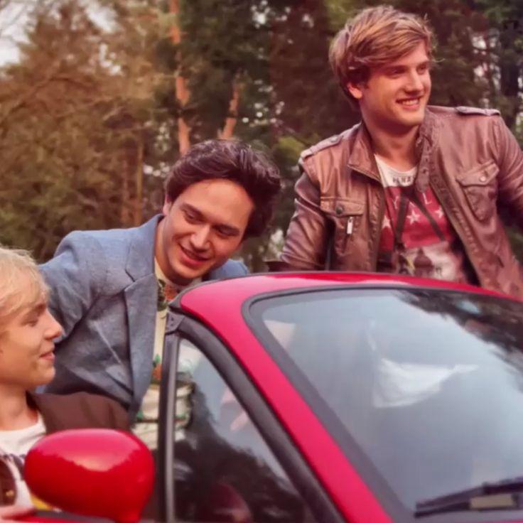 Jongens van zomaer in de auto van Thomas