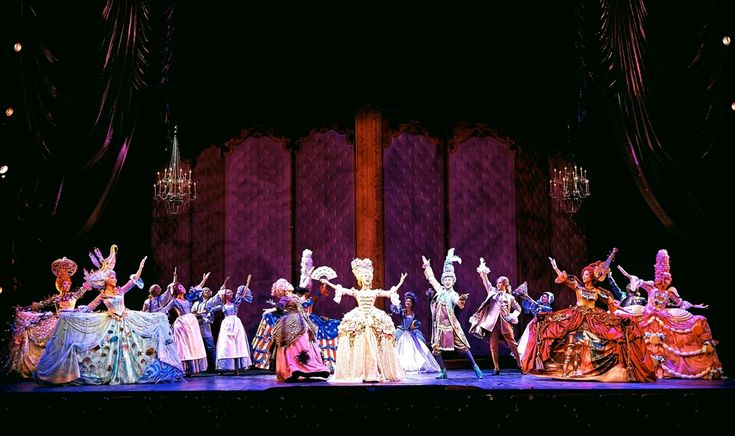 Marie Antoinette. EMK Productions, Charlotte Theater, Seoul, South Korea. Scenic design by Michael Schweikardt. 2014