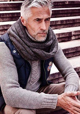 ダウンベスト×タートルネックセーターの着こなし【60代男性】(メンズ) | Italy Web