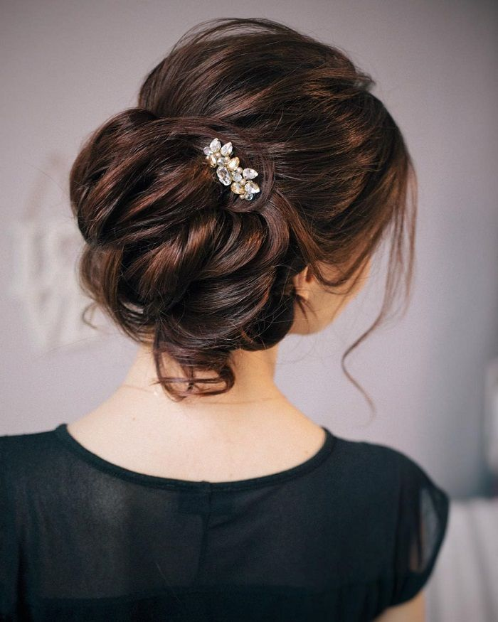 Messy wedding hair updos | itakeyou.co.uk #weddinghair #weddingupdo #weddinghairstyle #weddinginspiration #bridalupdo