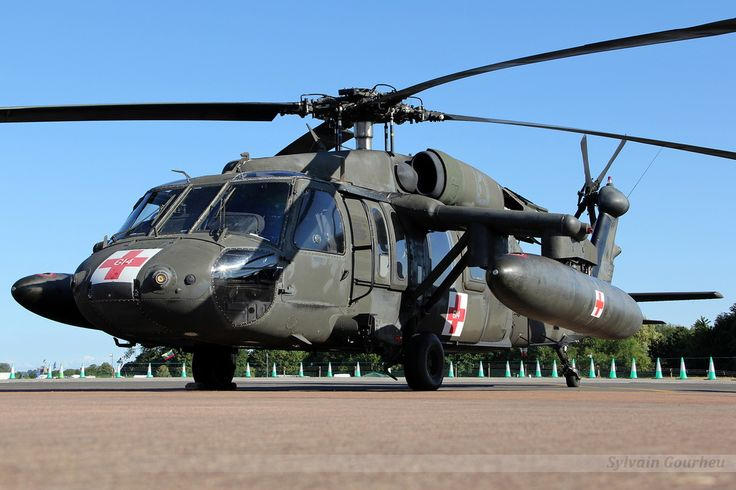 A Black Hawk helicopter from the US Army, optimized for the transport of wounded, and carrying two additional fuel tanks.
