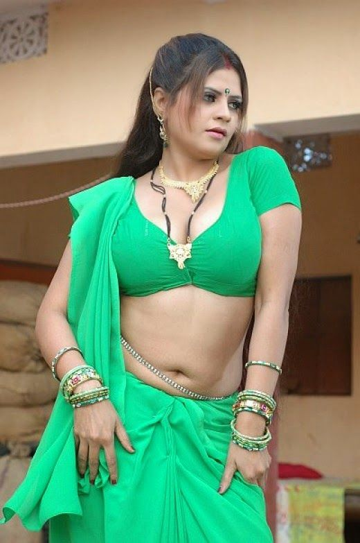 Hot Woman Mallu Indian Cleavage