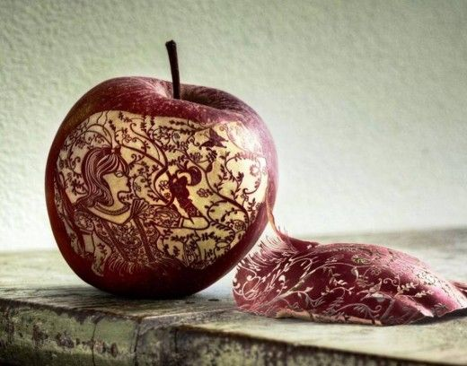 Carving on apple by Jung Von Matt Alster.. Nice Design..!!