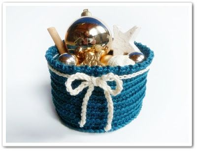 Made in K-town: Free Pattern: Blow-Flow Christmas Bowl. This cute basket/bowl would be cute anytime, not just at Christmas!